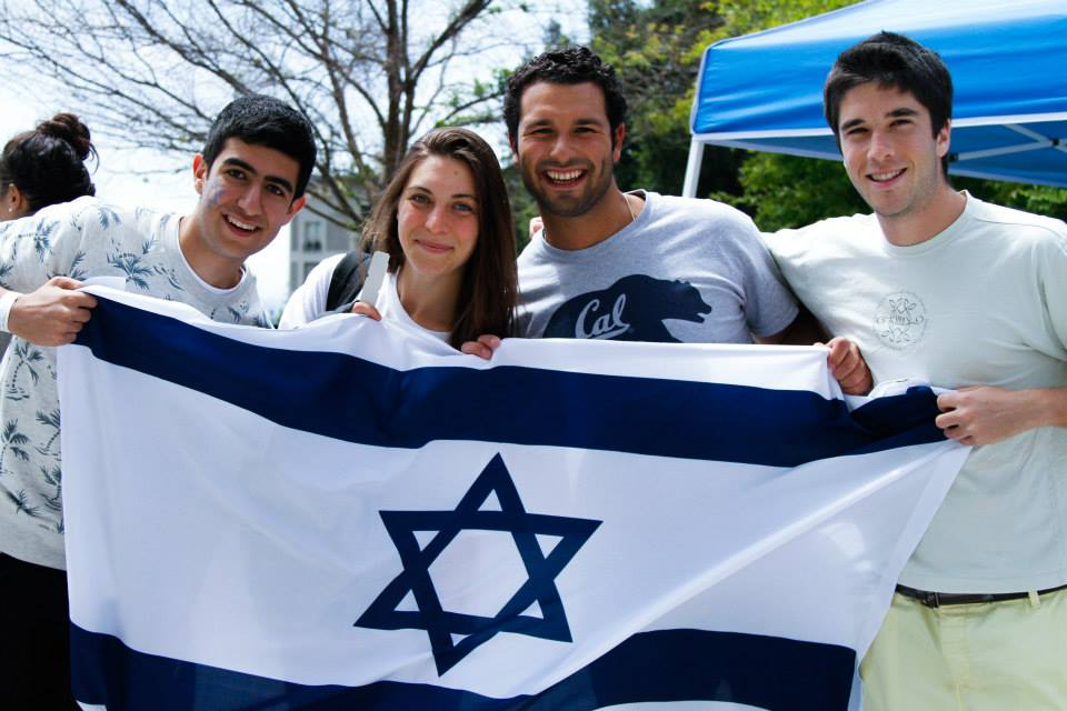 Students with Israeli flag Yom Haatzmaut